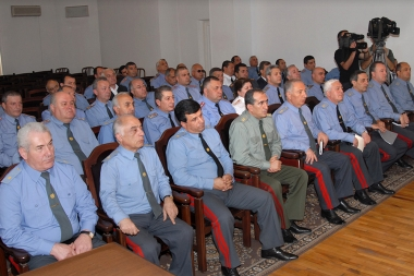 RA President Serzh Sargsyan presents the newly appointed chief of the police Alik Sargsyan - Photolure News Agency
