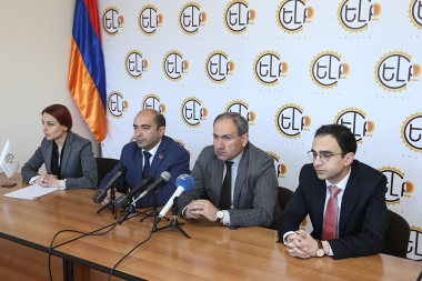 MPs Nikol Pashinyan and Edmon Marukyan speak about Artur Sargsyan's death at the Central Office of 'Elq' Alliance - Photolure News Agency