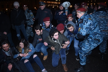 Clashes between policemen and protesters in support of Artur Sargsyan who supplied food to the members of 'Sasna Tsrer' group took place in Yerevan - Photolure News Agency