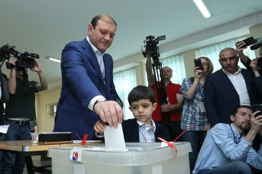 Candidate for the Mayor of Yerevan Taron Margaryan votes during the local city council elections in Yerevan, Armenia - Photolure News Agency