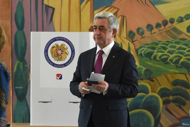 RA President Serzh Sargsyan votes during the local city council elections at Spandaryan School of Yerevan, Armenia - Photolure News Agency