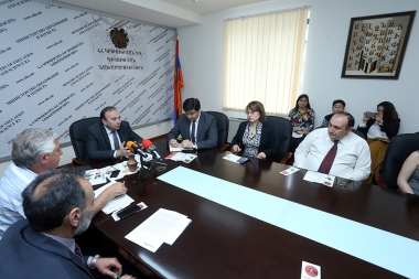 RA Minister of Education and Science Levon Mkrtchyan attended the 'Field Education' program's results presentation at the RA Ministry of Education and Science - Photolure News Agency