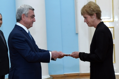 RA President Serzh Sargsyan received credentials from the newly appointed Ambassador of Islandia to Armenia Berglind Asgeirsdottir - Photolure News Agency