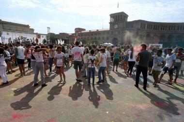 'Yerevan Color Run 2017' kicks off from the Repiblic Square in Yerevan, Armenia - Photolure News Agency