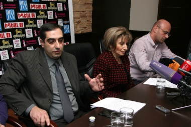 Samson Grigoryan, importers Harutyun Karapetyan and Arman Babajanyan gave a press conference in Dialogue press club - Photolure News Agency