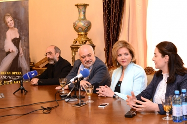 Famous soprano Renee Fleming, general manager of Yerevan Perspectives International Music Festival Sona Hovhannisyan, composer Stepan Rostomyana and coductor Konstantin Orbelyan gave a press conference at the National Academic Theatre of Opera and Ballet named after Al. Spendiaryan - Photolure News Agency