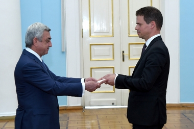 RA President Serzh Sargsyan received credentials from the Newly Appointed Ambassador of France to Armenia Jonathan Lacôte - Photolure News Agency
