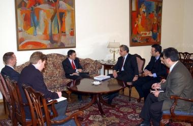 RA Minister of Foreign Affairs Vartan Oskanian receives Peter Eicher - Photolure News Agency
