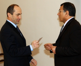 Tthe RA Central Election Commission issued a presidential candidate's certificate to the incumbent president of Armenia Robert Kocharyan - Photolure News Agency