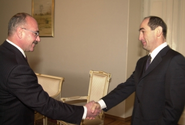 RA President Robert Kocharyan received today his counterpart of NKR Arkady Ghoukasian - Photolure News Agency
