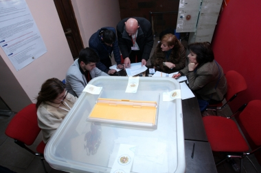 Referendum on the constitutional amendments takes place in Armenia - Photolure News Agency