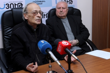 Editor-in-Chief of '+Kino' magazine, film critic Robert Matosyan, actress Sofik Sargsyan and film critic Suren Hasmikyan are guests in Nyut press club - Photolure News Agency