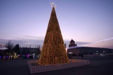 Christmas tree of Masis city in Ararat Province, Armenia - Photolure News Agency