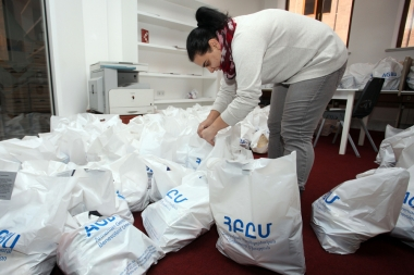 A total of 1200 Christmas gift packages distributed to pensioners and Syrian-Armenian children in Armenia by AGBU - Photolure News Agency