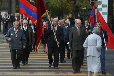Members of the Armenian Communist Party lay flowers at Al. Myasnikyan statue - Photolure News Agency