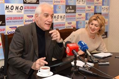 Economist Vahagn Khachatryan is guest in Hayatsk press club - Photolure News Agency