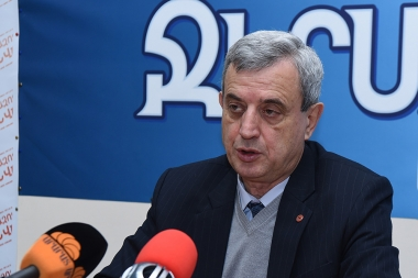Chairman of the NA Standing Committee on Financial-Credit and Budgetary Affairs Gagik Minasyan is guest in Pastark press club - Photolure News Agency