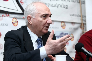 Leader of the Armenian Democratic Party Aram Sargsyan gave a press conference in Tesaket press club - Photolure News Agency