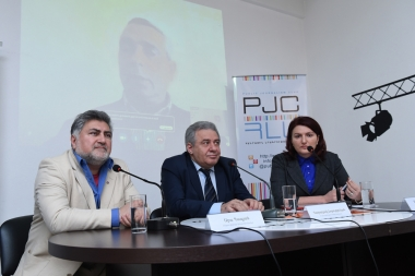Former Minister of Defense Vagharshak Harutyunyan and head of 'Modus Vivendi' center Ara Papyan gave a press conference at the Media Center - Photolure News Agency