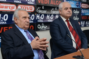 Literary critic Davit Gasparyan and Azat Arshakyan are guests in Hayeli press club - Photolure News Agency