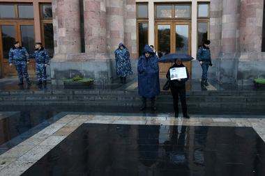 Mothers of soldiers who died in army are standing in the rain showing their protest in front of the RA Government building - Photolure News Agency