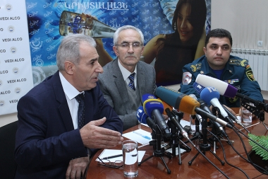 Adviser on Seismic Protection of the Ministry of Emergency Situations Hrachya Petrosyan, head of the Seismic Protection Department of 'Seismic Protection Western Survey' SNCO of the RA MES Gurgen Namalyan and Colonel Hovhannes Yemishyan are guests in Henaran press club - Photolure News Agency