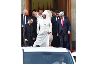 Pope Francis leaves from the RA Presidential Residence, Yerevan, Armenia 24 June 2016Pope Francis leaves from the RA Presidential Residence, Yerevan, Armenia - Photolure News Agency