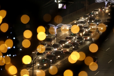 Lights and traffic jam in Yerevan, Armenia - Photolure News Agency