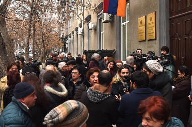 A protest action in support of 'Sasna Tsrer' members took place in front of the RA Human Rights Defender's Office - Photolure News Agency