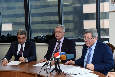 Chairman of the RA Public Council Vazgen Safaryan gave a press conference on the topic of the Financial-Economic and Budgetary Affairs of the RA Public Council for 2017 year - Photolure News Agency