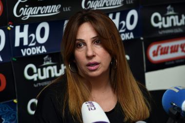 Leader of 'Yerkir Tsirani' party Zaruhi Postanjyan is guest in Hayeli press club - Photolure News Agency