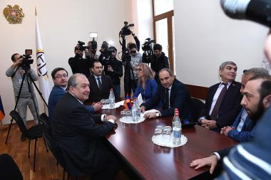 RA presidential candidate Armen Sargsyan met the members of 'Elq' faction at the RA National Assembly - Photolure News Agency