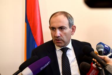 Member of 'Elq' faction Nikol Pashinyan holds a briefing after the meeting with the presidential candidate Armen Sargsyan at the RA National Assembly - Photolure News Agency