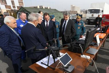 RA Minister of Emergency Situations Davit Tonoyan and RA Prime Minister Karen Karapetyan attended the screening of technical equipment at the RA Ministry of Emergency Situations - Photolure News Agency