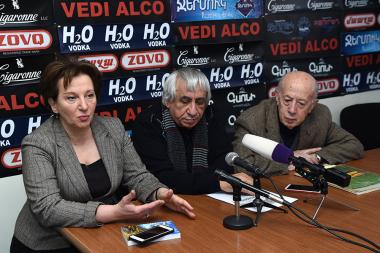 Karine Hakobyan, architect Gurgen Musheghyan and sculptor Ferdinant Arakelyan are guests in Hayeli press club - Photolure News Agency