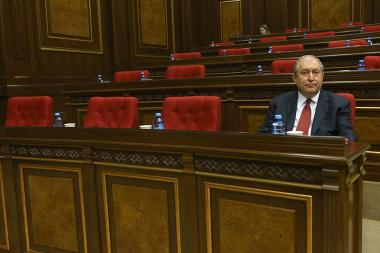The discussion of the issue of the presidential election with the participation of the presidential candidate Armen Sarkissian started on the March 1 session of the RA National Assembly - Photolure News Agency