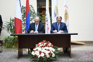Mayor of Yerevan Taron Margaryan and Mayor of Lyon Georges Kepenekian signed a memorandum of cooperation at the Municipality of Yerevan - Photolure News Agency