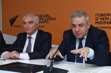 Leader of the Democratic Party of Armenia Aram Sargsyan and former Minister of Defense, Lieutenant-General Vagharshak Harutyunyan are guests in Sputnik Armenia press club - Photolure News Agency