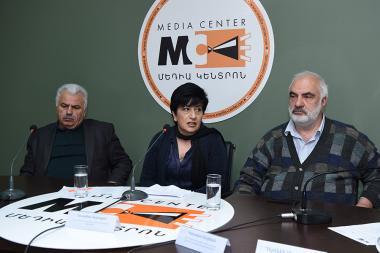 MHM0120120 - Photolure News Agency