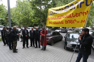 A protest action demanding resignation of Prosecutor General Artur Davtyan and change of the preventive measure and release of 'Sasna Tsrer' group members took place in front of the RA Prosecutor General's office - Photolure News Agency