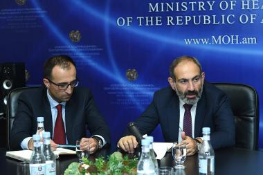 RA Prime Minister Nikol Pashinyan presented newly appointed Minister of Healthcare Arsen Torosyan - Photolure News Agency