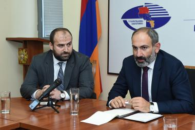 RA Prime Minister Nikol Pashinyan presented newly appointed Minister of Nature Protection Erik Grigoryan - Photolure News Agency