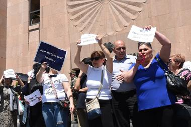 Supporters together with the opponents of the Mayor of Yerevan Taron Margaryan hold an action in front of the Municipality of Yerevan - Photolure News Agency