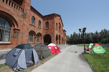 Protesters of 'New Armenia New Catholicos' initiative set up tents near the Seat of Catholicos Karekin II in Etchmiadzin, Armavir Province - Photolure News Agency