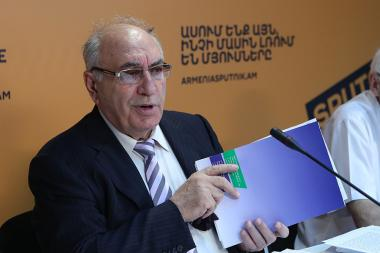 Chairman of the Board of Nuclear Energy Veterans Suren Azatyan is guest at the Sputnik Armenia press center - Photolure News Agency