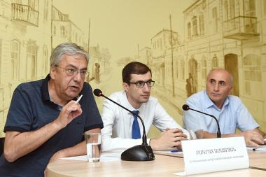 Adviser to the RA Prime Minister Mesrop Arakelyan, economists Bagrat Asatryan and Atom Margaryan gave a press conference in 'Article 3' press club - Photolure News Agency