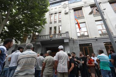 Members of 'Privet Rob' initiative hold a protest action in front of the RA Prosecutor's Office - Photolure News Agency