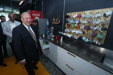 RA President Armen Sarkissian paid a visit to 'PicsArt' office in Yerevan, Armenia - Photolure News Agency