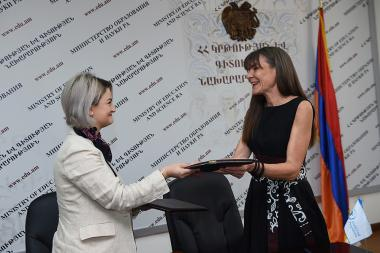 Deputy Minister of Education and Science Arevik Anapiosyan and head of the UN World Food Program in Armenia Elena Milosevic signed an agreement within the framework of 'Sustainable School Food' program for preschool children at the RA MES - Photolure News Agency