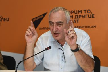Political technologist Karen Kocharyan gave a press conference at the Sputnik Armenia press center - Photolure News Agency